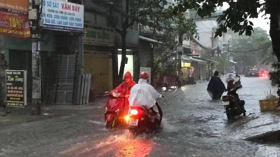 Bão số 9 khiến TPHCM mưa tầm tã không ngớt, nhiều đường ngập nặng ảnh 15