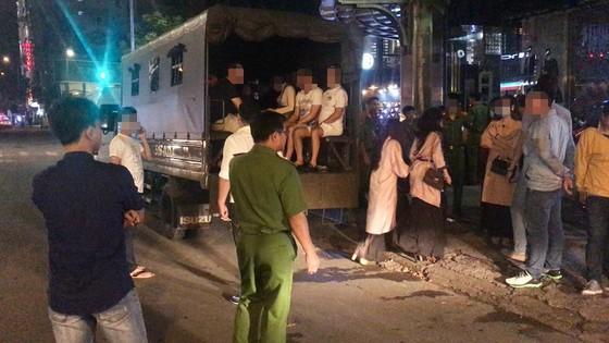 Đột kích nhà hàng, khách sạn phát hiện nhân viên bán dâm, 70 người nghi dùng ma túy  ảnh 4