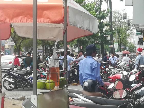 Nhận diện đối tượng nghi dùng súng cướp ngân hàng Việt Á ảnh 2