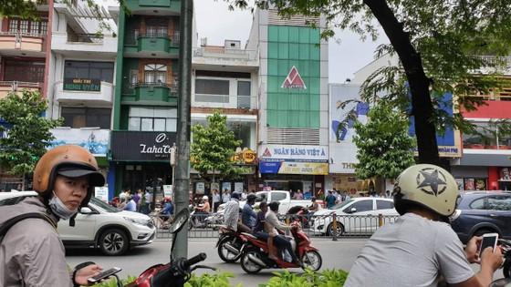 Nhận diện đối tượng nghi dùng súng cướp ngân hàng Việt Á ảnh 3