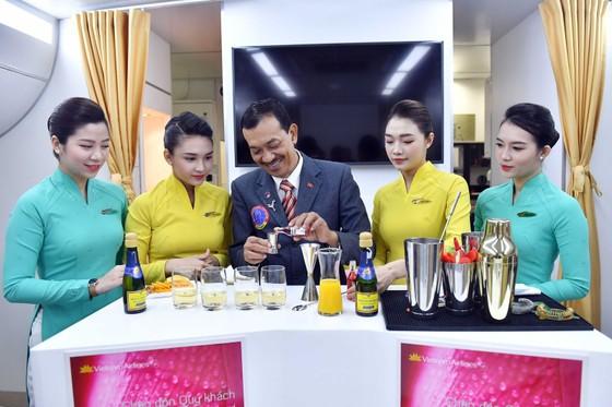 Vietnam Airlines đưa 11 loại cocktail mới lên máy bay ảnh 1