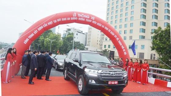 Thông xe nút giao giải toả ùn tắc đường nối trung tâm Hà Nội và sân bay Nội Bài ảnh 1