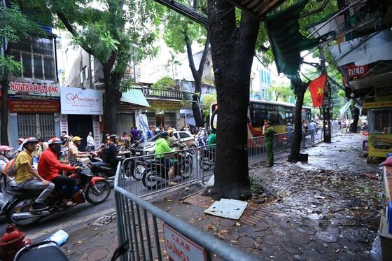 19 căn nhà bị thiêu rụi sau vụ cháy cạnh Bệnh viện Nhi Trung ương ảnh 1