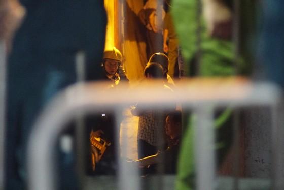 Kinh hoàng phát hiện 2 xác chết sau vụ cháy tại đường Đê La Thành ảnh 3