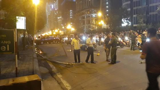Một nạn nhân tử vong do cần cẩu rơi tời trên đường Lê Văn Lương, Hà Nội ảnh 3
