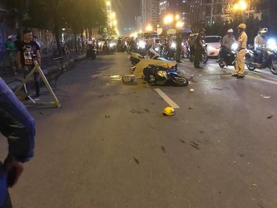 Một nạn nhân tử vong do cần cẩu rơi tời trên đường Lê Văn Lương, Hà Nội ảnh 5