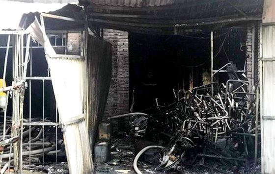 Cháy xưởng ghế sofa, 1 người tử vong và 4 người bị thương ảnh 1
