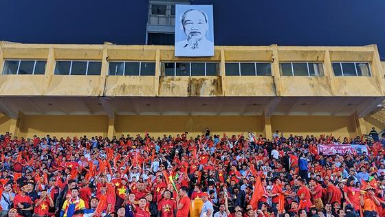 CĐV Việt Nam tin vào chiến thắng đậm trước Campuchia ảnh 1