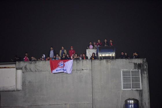 Những cách cổ vũ chỉ có ở Việt Nam dành cho tình yêu bóng đá ảnh 2