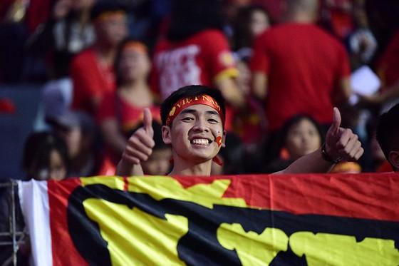 CĐV Việt Nam tin vào chiến thắng đậm trước Campuchia ảnh 7