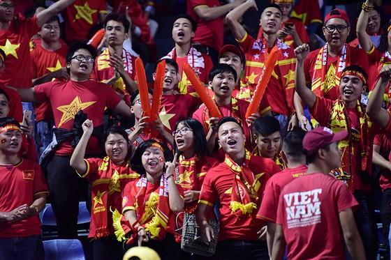 CĐV Việt Nam tin vào chiến thắng đậm trước Campuchia ảnh 3