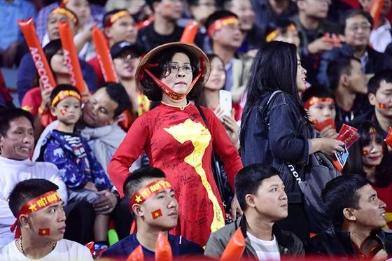 CĐV Việt Nam tin vào chiến thắng đậm trước Campuchia ảnh 8