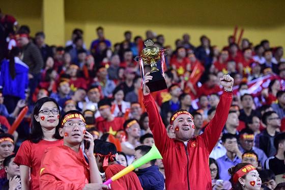 CĐV Việt Nam tin vào chiến thắng đậm trước Campuchia ảnh 5