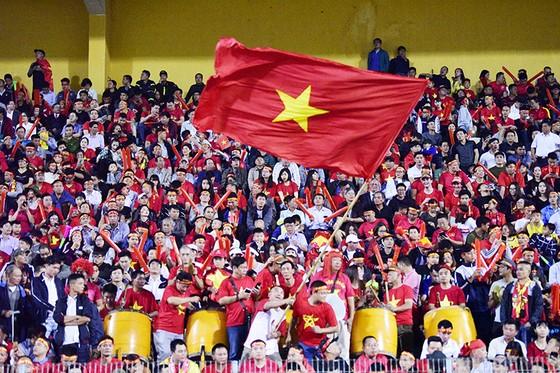 CĐV Việt Nam tin vào chiến thắng đậm trước Campuchia ảnh 9