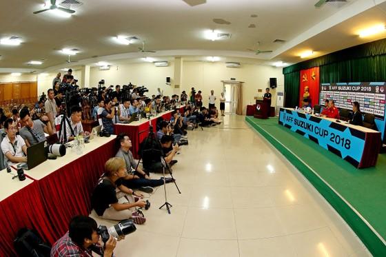Họp báo trước Bán kết lượt về AFF Cup: Thầy Park tự tin về cơ hội đi tiếp ảnh 5