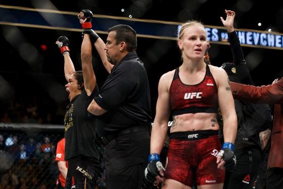 Đấu trường UFC: Chiến thắng tranh cãi của Nunes trước Shevchenko ảnh 2