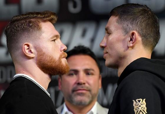 Saul Alvarez (trái) sẽ đối đầu Gennady Golovkin trong trận đấu kinh điển vào ngày mai