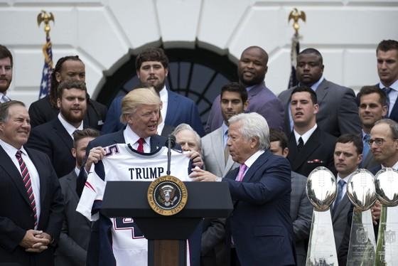 Vì… Tổng thống Trump, Warriors vẫn chưa thăm Nhà trắng ảnh 3