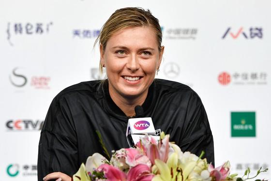 Maria Sharapova tươi cười sau khi báo thù Anastasija Sevastova