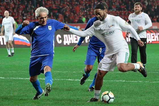Ronaldinho trong trận đấu mừng sinh nhật thứ 65 của Tổng thống Vladimir Putin