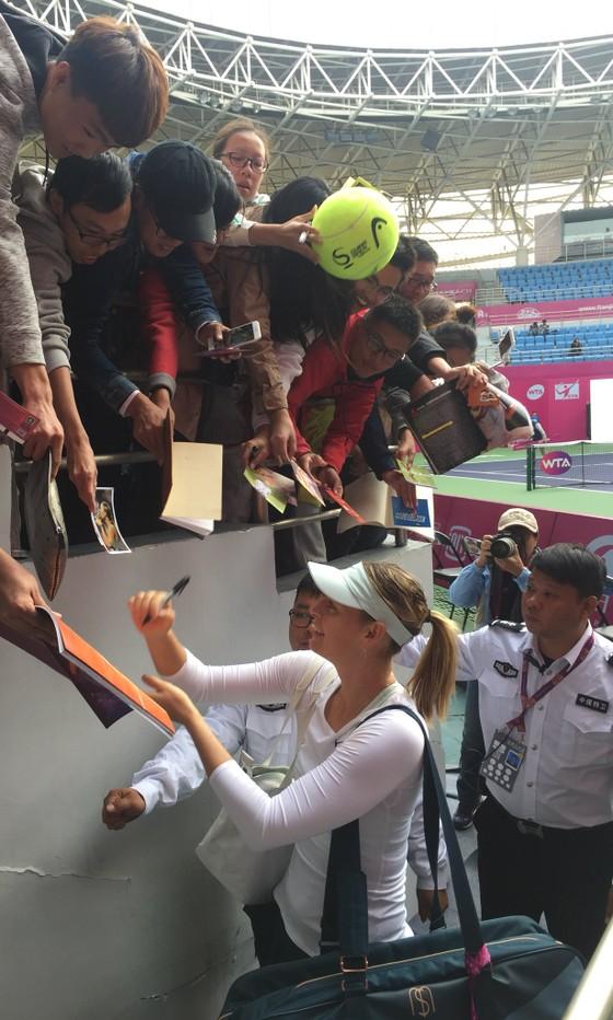 Chờ suốt 70 tiếng đồng hồ, Sharapova vẫn giành chiến thắng ảnh 1