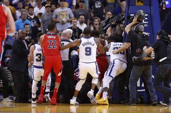 Green và Beal choảng nhau trong trận Warriors thắng Wizards ảnh 2