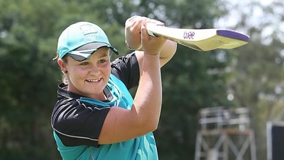Hạ Kerber, cựu VĐV cricket xuất sắc vào bán kết ảnh 1