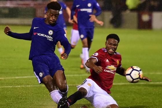 Người hùng U17 World Cup ký hợp đồng chuyên nghiệp đầu tiên với Chelsea ảnh 2