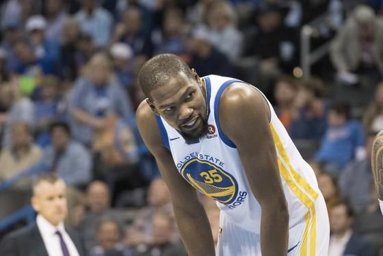 Bóng rổ NBA: Westbrook đánh bại KD ảnh 1