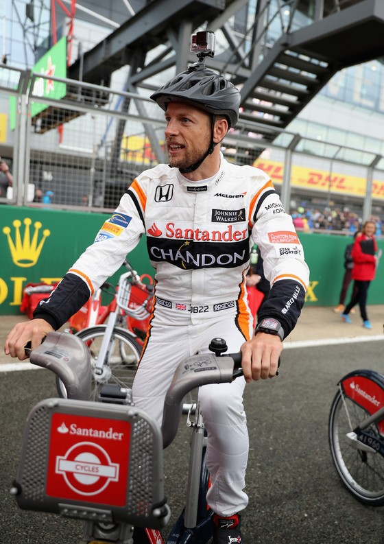 Jenson Button – Khi tình yêu với đua xe quay trở lại ảnh 1