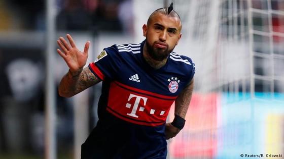 HLV thủ môn trở thành cứu tinh, giúp Bayern giành chiến thắng ảnh 1