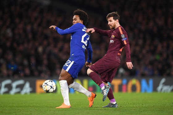 Chelsea – Barcelona 1-1: Willian tỏa sáng, Messi gặp may ảnh 1