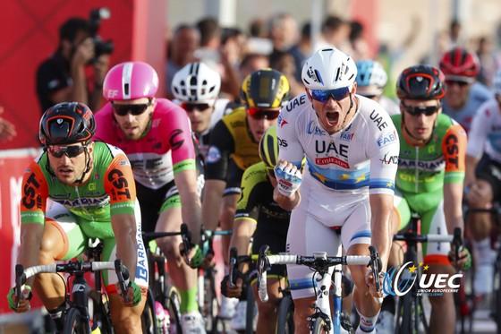 """Xe đạp: Cavendish lại """"ngã ngựa"""" và chấn thương, lần này là ở Abu Dhabi ảnh 3"""
