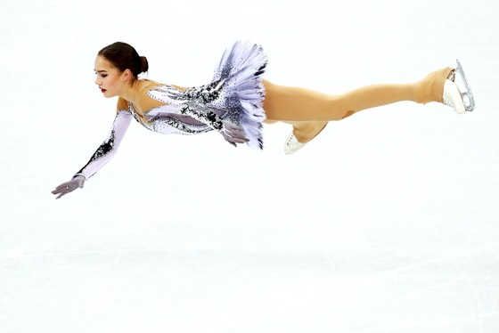 """Olympic mùa Đông 2018: """"Thiên thần"""" Zagitova giành tấm HCV đầu tiên cho nước Nga ảnh 1"""