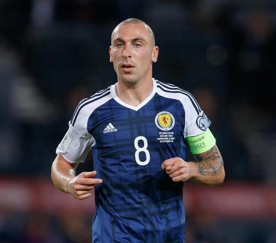 Scott Brown: Chiến binh người Celt lần thứ 2 giã từ tuyển Scotland ảnh 1