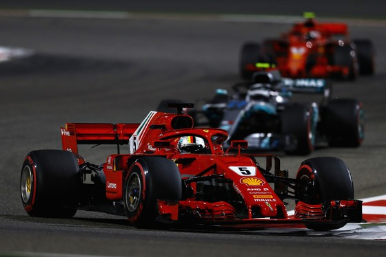 Đua xe F1: Vettel thắng chặng thứ 200, Hamilton chửi mắng Verstappen ảnh 1