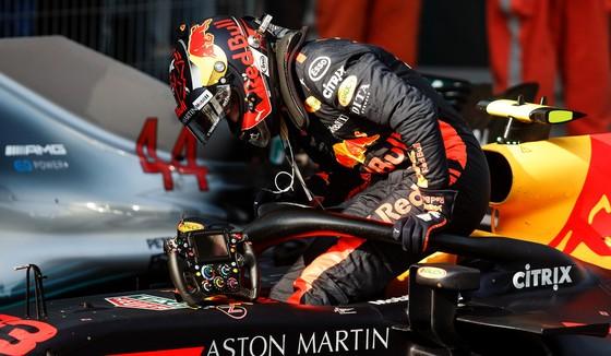 """Đua xe F1: Ricciardo lên ngôi ở Shanghai, Verstappen lại sắm vai """"Mad Max"""" ảnh 3"""