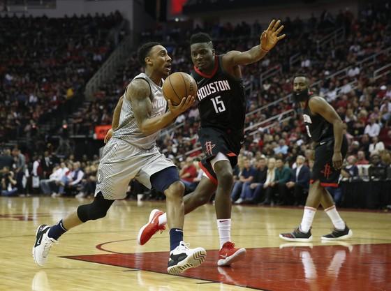 NBA 2017-2018: Harden và Capela truyền cảm hứng, Rockets dẫn Timberwolves 1-0 ảnh 1