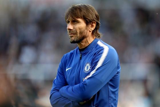 """Conte đã tung ra đội hình """"không thể hiểu nổi"""""""