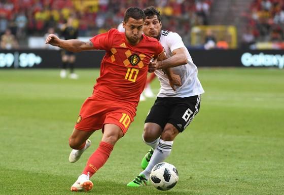 Eden Hazard (trái)