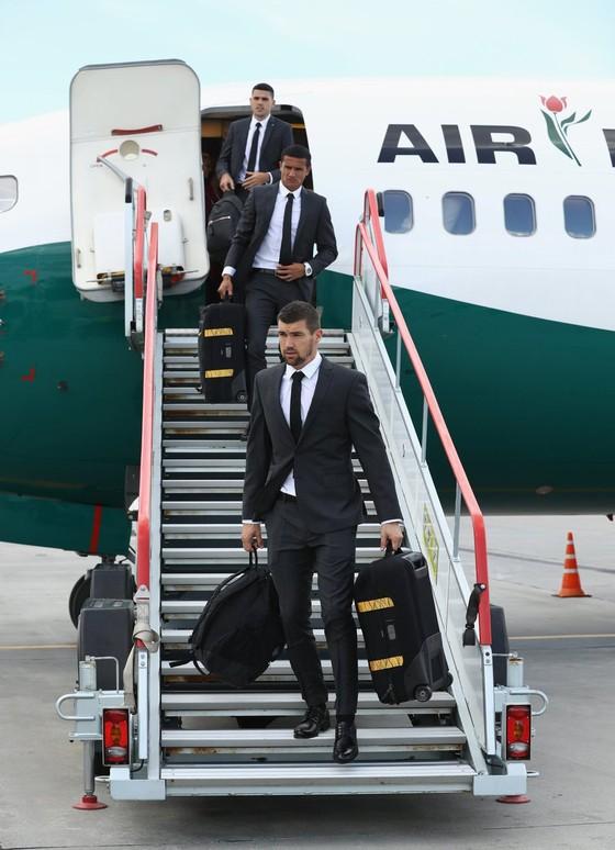"""Hình ảnh các đội tuyển đến với nước Nga tươi đẹp - Ronaldo bị """"quây"""" ảnh 3"""