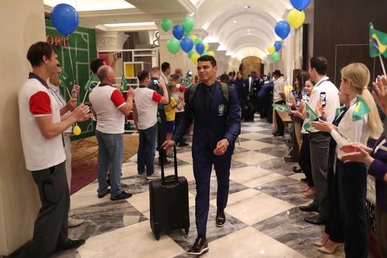 """Hình ảnh các đội tuyển đến với nước Nga tươi đẹp - Ronaldo bị """"quây"""" ảnh 1"""