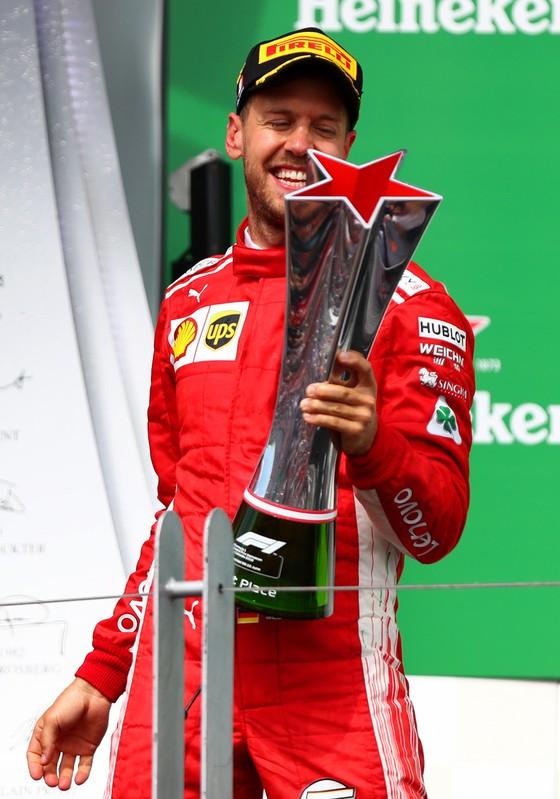 Đua xe F1: Lên ngôi tại Canada, Vettel giành chiến thắng thứ 4 trong mùa ảnh 1