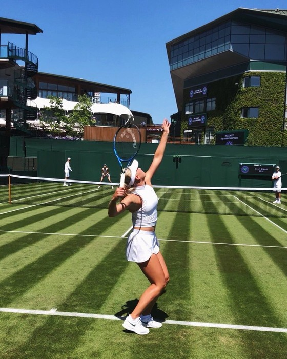 Khoảnh khắc cuối tuần: Federer chơi đùa với 2 con trai sinh đôi, Wozniacki lên ngôi ở Eastbourne ảnh 10