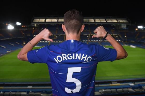 Xung quanh thương vụ Jorginho: Suýt là người của MC, đến Chelsea nhờ Sarri và De Laurentiis ảnh 2