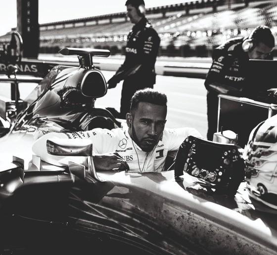 Đua xe F1: Hamilton ký hợp đồng mới có thời hạn 2 năm với Mercedes ảnh 1