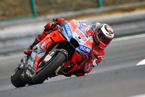 Jorge Lorenzo trên đường đua