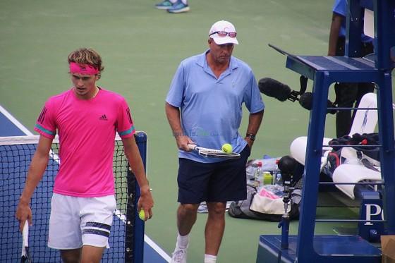 Ivan Lendl và Alexander Zverev trên sân tập
