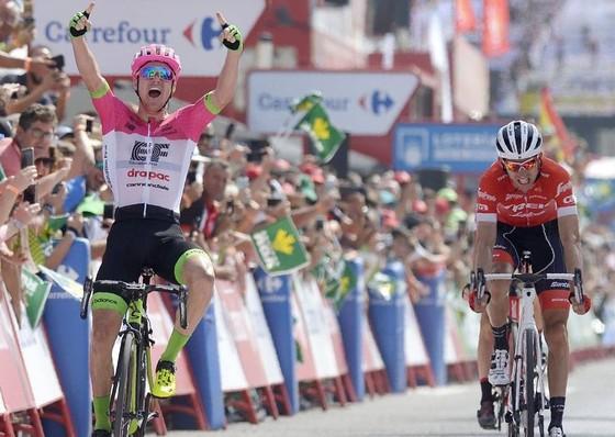 """Vuelta a Espana 2018: """"Người lạ"""" Molard chiếm Áo đỏ ảnh 1"""
