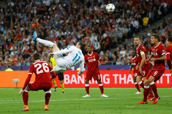 Ronaldo, Messi, Bale và Salah góp mặt trong 10 bàn thắng đẹp nhất 2018 ảnh 2